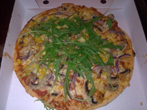 Vegetarische Pizza mit Rucola