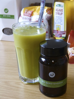 Orangensaft mit Bio Gerstengras
